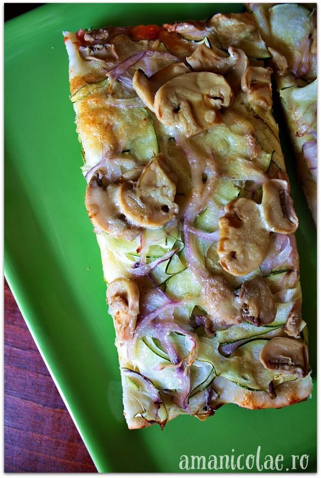 pizza cu ciuperci si zucchini1