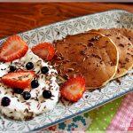Pancakes cu iaurt si fructe